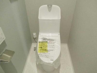 シンプルな温水洗浄機能付きトイレです。