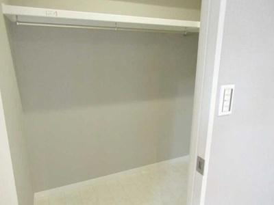 洋室にはウォークインクローゼット付きでお部屋もすっきり。