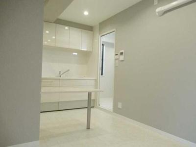 グレーとホワイトですっきりと清潔感のある内装です。