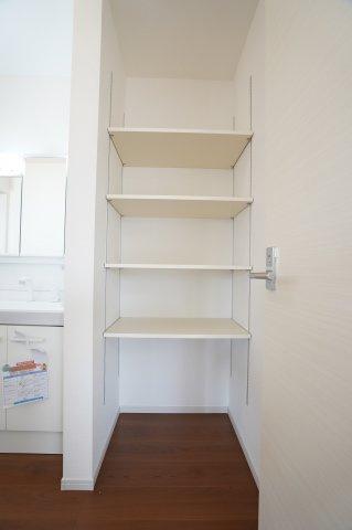 可動棚になっているのでお好みの高さに合わせて使用できますよ。