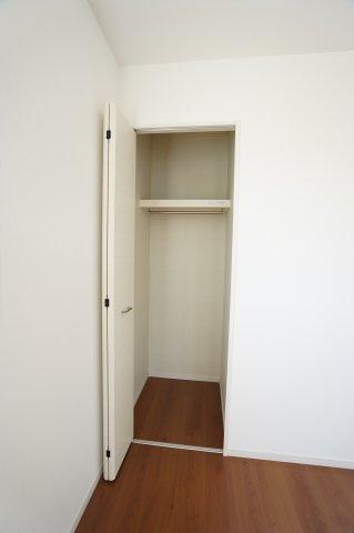 各居室クローゼットありますのですっきり片付けられます。