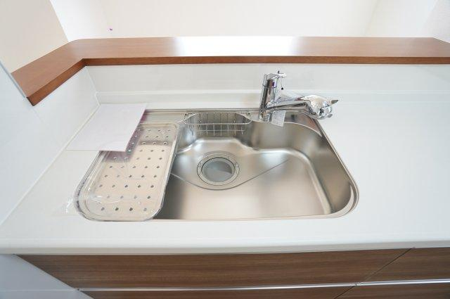 広いシンクなのでお鍋やフライパンもラクラク洗えます。