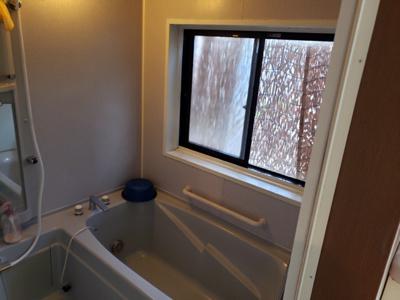 浴室窓あり