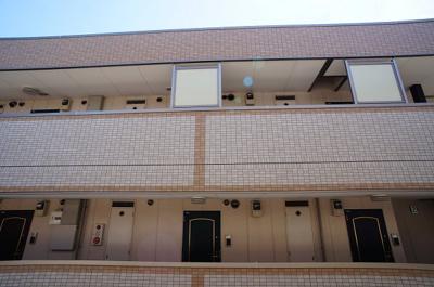南側には同じ3階建て♪