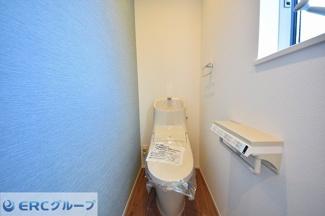 2ヶ所あるトイレはウォシュレット付きで清潔感がございます。