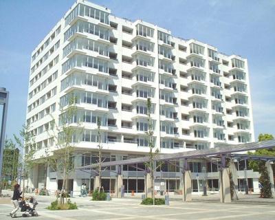 「センター北」駅より徒歩1分!駅近で通勤・通学にも便利!人気の分譲賃貸♪エレベーター付き10階建てマンションです!