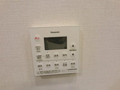 浴室換気暖房乾燥機のスイッチパネルです。