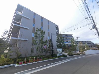 総戸数183戸、2019年11月築のマンションです。 専有面積62.52平米、2LDKのお部屋となります。
