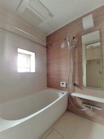 浴室乾燥・給湯追い焚き機能付きオートバス 窓付いてます!