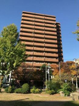 竣工は1983年5月で、建物は鉄骨鉄筋コンクリート造の地上15階建て、総戸数は198戸です。