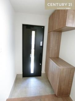 シューズクローゼットは収納たっぷり 玄関もすっきり保てそうですね。