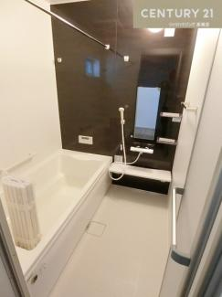 浴室乾燥機付きのお風呂は梅雨の時期などの洗濯干し場としても活躍してくれますね。