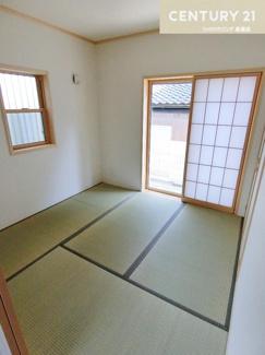 約4.5畳の和室は、来客時やお泊り時のお部屋としても 活用していただけますね。