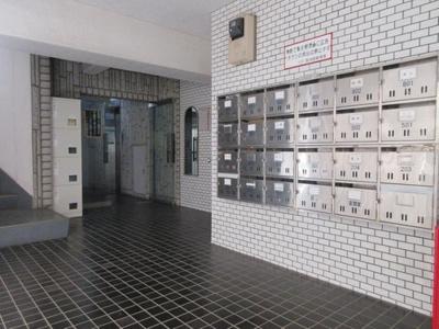 1階には各戸用のメールボックスが設置されています。