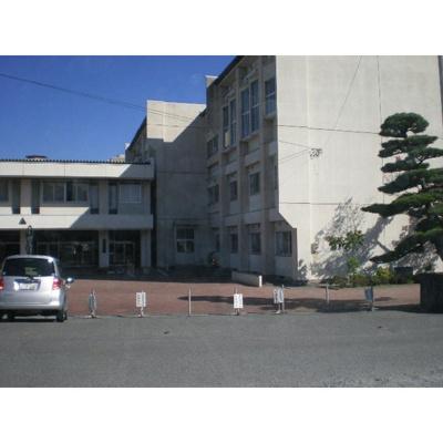 中学校「飯田市立高陵中学校まで2115m」