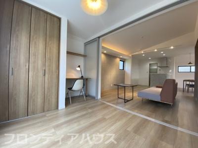 床暖房、デスクカウンター設置済みの洋室5.2帖
