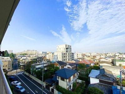 6階部分につき眺望良好、お住まいからは広い青空が望めます。