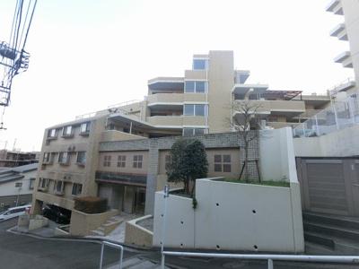 総戸数25戸、平成17年7月築のマンションです。 専有面積60.68平米、3LDKのリフォームお部屋となります。