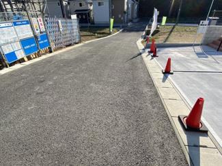 千葉市稲毛区宮野木町 新築一戸建て 稲毛駅 前面道路約5.5m。余裕がある広さですので、駐車もラクラクです。