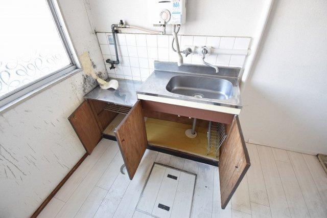 キッチン下は収納スペース。