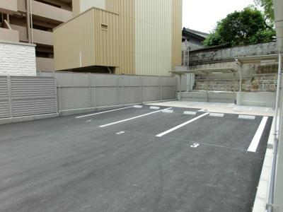 敷地内に駐車場もあります☆