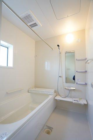 ベンチタイプの浴槽で半身浴も楽しむことができますよ。