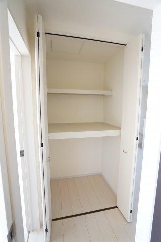 2階廊下収納 収納豊富にあるのでお家の中すっきり片付きますよ!