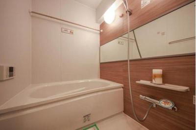 雨の日でもお洗濯物が乾かせる浴室乾燥機付きのバスルームです。