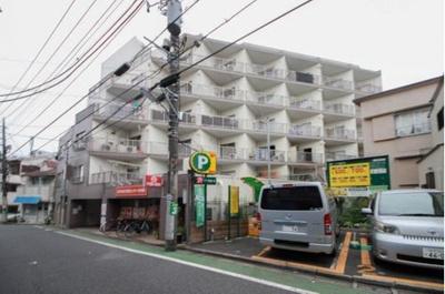 西武池袋線「富士見台」駅から徒歩約6分の立地です。