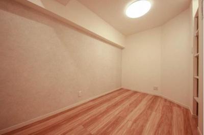 床やクロスも新規に張り替えを致しました。