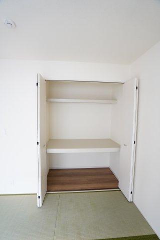 和室押入も棚があり座布団など入れるのに便利ですね