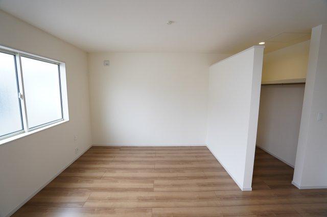 8.5帖の寝室にTEL配管があります。