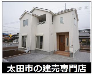 対面式システムキッチンのある広々16帖LDKのあるお家です。広いお庭もありますよ。駐車スペースは3台以上可能です!