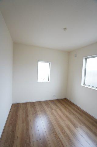 5.3帖の子供部屋です。寝室の隣です。
