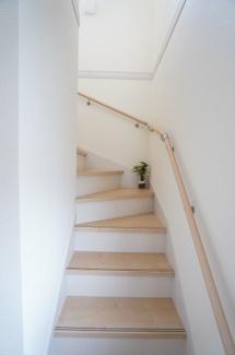リビングスルー階段で家族が自然に会話することができますね。