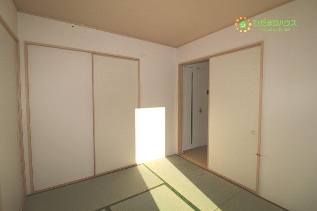 リビング横の和室は客間にも使えます。