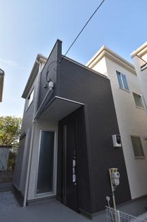 閑静な住宅街に堂々とした外観が目を引きます。 住環境は良好です!