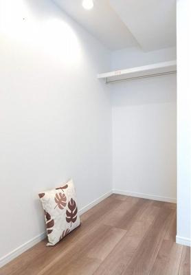 洋室にあるオープンクローゼットで見せる収納も楽しめます。