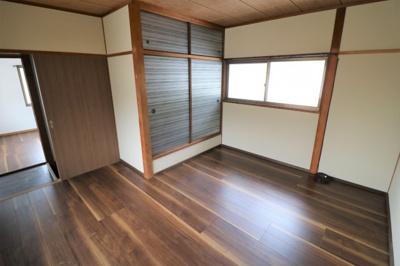 2階 収納付き洋室です。