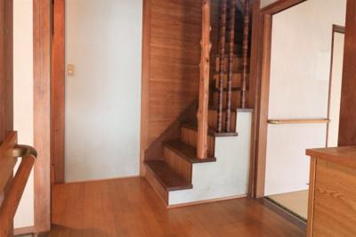 玄関前、階段です。