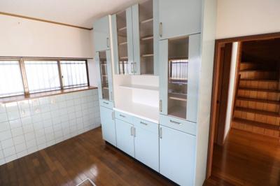 キッチン食器棚です。