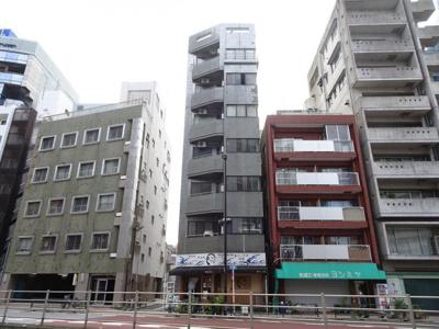 AokiビルⅡ 鉄筋コンクリート造の外観タイル張り。ワンフロア2世帯。全室角部屋で明るいお部屋です。
