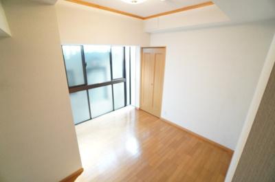 【明るさがポイント!】 全室に窓のある採光設計、心地よい光はもちろん、 全体に風の通る快適な居住空間です。