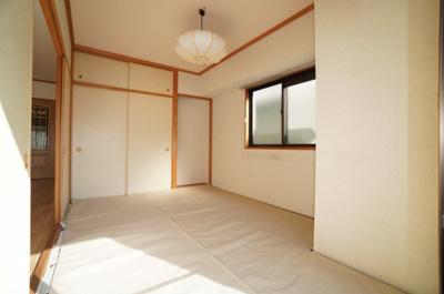【和室の使い勝手がポイント!】 日本で生まれた世界に誇る文化の一つ、 和み室がある幸せを満喫して頂けます。 お子様の遊び室から客間としてまで、 多様なシーンに対応できます。
