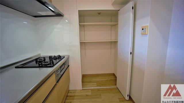キッチン横の収納スペースです。