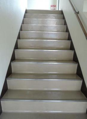 共用階段です