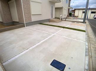 駐車スペースです。敷地が広いので全棟カースペースは2台可能です。