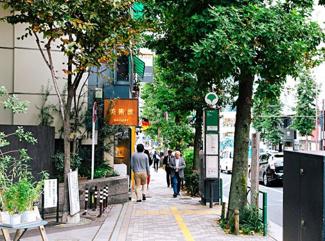 徒歩圏内にはコンビニやおしゃれな飲食店が複数ございます。