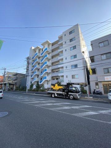 総戸数32戸、平成28年2月築のマンションです。 専有面積63.86平米、2LDKのお部屋となります。
