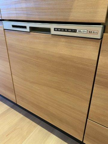 食器洗浄乾燥機です。 ストレスになりがちな毎日の洗い物も食洗機があれば楽々できますね。